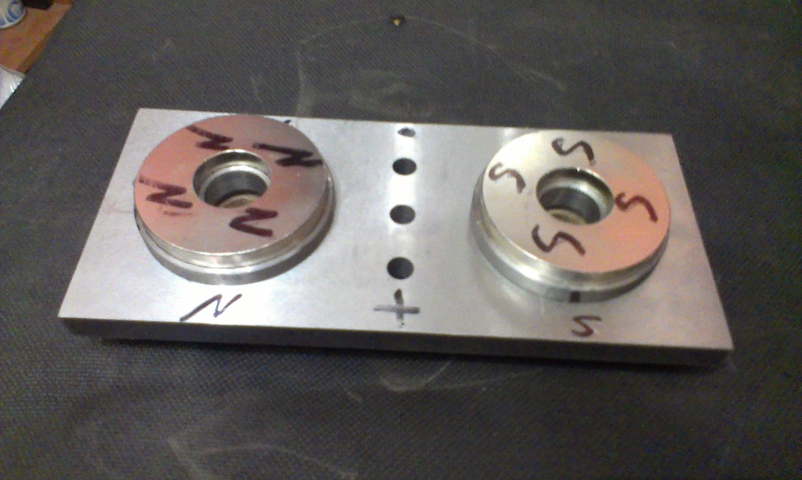 Модель динамо электрической машины Н. Тесла. Униполярный генератор Тесла.