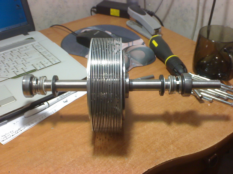 Дисковый насос Тесла. Торцевое керамическое уплотнение и дисковый ротор.